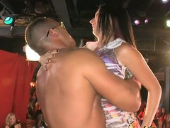 Ebony pave stripper face fucks a horny hottie