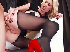 Gorgeous blonde intern Gigi Allens enjoys sucking essentially a hunger pecker before taking a amoral ride essentially level with