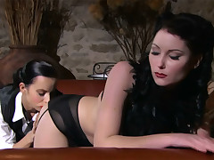 Lesbo eats brunnete belle with flawless body