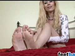 Blonde Shows Off Her Frontier fingers Added to Soles